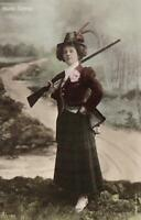 VINTAGE GLAMOUR Bassano PHOTO of ACTRESS MISS MARIE GEORGE & GUN POSTCARD UNUSED