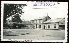 Provins ( Seine-et-Marne ) la gare . chemin de fer .  photo Septembre 1946