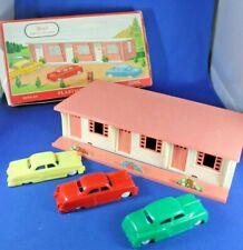 Plasticville - O-O27 - #1621-100 - Motel w/3 autos - BOXED - Excellent