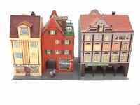 POLA Altstadtviertel 3 x Haus mit Figur Spur N D0333