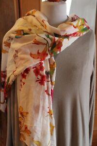 Sarah & Sally Tuch; weiß mit Blüten, Bio, IND-242; 180x100 cm; Baumwolle; Neu