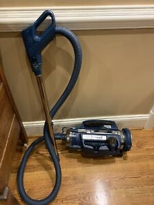 Royal Canister Vacuum Model 4250