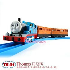 TOMY TRACKMASTER THOMAS & FRIENDS TS-01 THOMAS WITH 2 TRUCKS MOTORIZED TRAIN