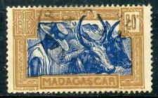 TIMBRE DE MADAGASCAR N° 167 OBLITERE PAYSAN MALGACHE AVEC SES BOEUFS