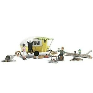 Ma & Pa's Trailer Haven Camping Trailer w/Figures N scale Woodland Scenics