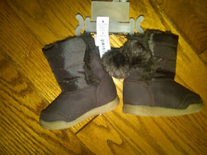 NWT INFANT GIRLS BROWN BOOTS WITH POM-POMS SIZE 2