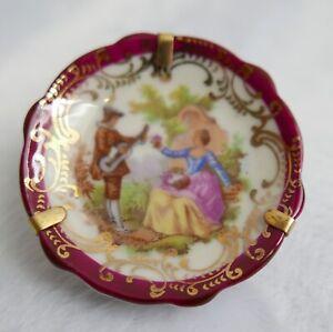 Assiette miniature—Porcelaine de Limoges—Décor Fragonard musicien—Bord dentelé