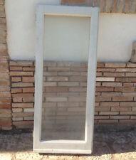 Vecchia finestra in legno massello un anta laccata bianca con vetro e maniglia