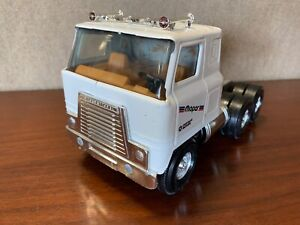 90's ERTL Mopar Dodge STK-4400 Tractor Trailer Truck Metal Semi International