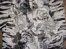 Jolie Echarpe Florale Noir/Blanc en Lin Apocynum de Xinjiang 160x50cm