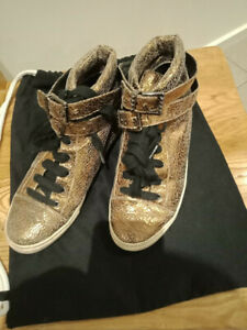 Schutz Gold Leather Fashion Sneaker 38, pre-loved, great condition