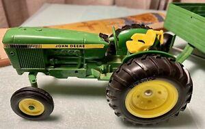 EUC 1:16 ERTL John Deere Diecast Tractor with RARE Removable Wagon / Trailer