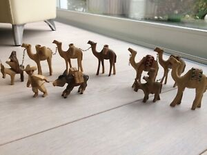 Holztiere geschnitzt Kamele Esel Karawane Krippenfigur