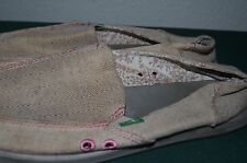 Sanuk Shoes womens Size 8.  Cute pattern SANUKS 8 WOMENS PINK AND TAN