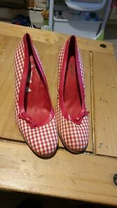Ladies Shelly Shoes.size 6.NEW