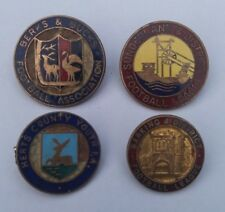 LOT 4x VTG FOOTBALL BADGES #1