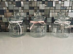 SET OF 3 VINTAGE STYLE RIBBED GLASS SMALL JAR COOKIE SWEET CANDY JAR 7.5 cm