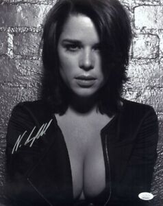 Scream movie actress NEVE CAMPBELL signed sexy 14x11 photo