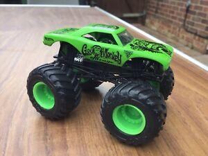 Monster Jam Monster Truck Mint Gas Monkey Garage 1/64 Scale