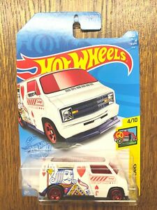 Hot Wheels 2021 Treasure Hunt '77 Dodge Van