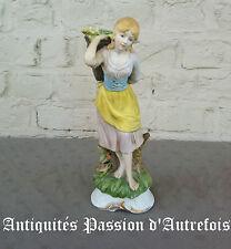 B20152031 -Grande figurine en biscuit de porcelaine 1950-70 - 28,5 cm de hauteur