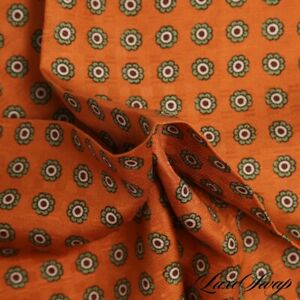 NWOT Made in Italy 100% Silk Pumpkin Floret Pea Green Piped Pocket Square NR