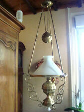 suspension bronze et opaline diamètre 450mm avec lampe à pétrole époque 19éme