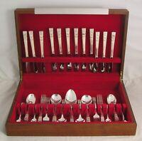 HAMPTON COURT Design ONEIDA COMMUNITY Silver Service 58 Piece Canteen of Cutlery