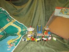 Vintage Fisher Price Little People Play Family Amusement Park Circus 933 box toy