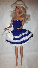 Puppenkleidung.passend für Barbiepuppe,Kleid Tasche + Hut Handarbeit 6290
