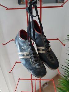 Ancienne paire de chaussure de football HUNGARIA en cuir Old Soccer Shoes 1950