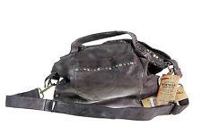 Individualisierte Damentaschen aus Leder mit abnehmbaren Trageriemen