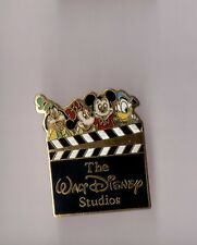 pin's The Walt Disney Studios (Pluto, Minnie, Mickey, Donald) Signé 1987 Disney