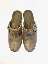 Women's CLARKS Shoe Size 8M COMFORT Brown Soft Leather Clogs Slides