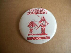 """Wisconsin Badger Conquest Homecoming Pin '80 Pin 2"""" Pinback 1980 Excellent"""