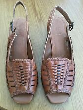 Clarks K Ladies Tan Slingback Heeled Shoes Size 5 1/2 E. Excellent Condition.