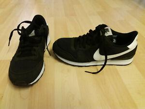 Nike, Turnschuhe, schwarz, Gr. 40