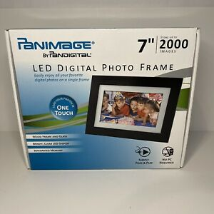 """PanImage 7"""" High Resolution LED Digital Wood Photo Frame 2000 Picture Capacity"""