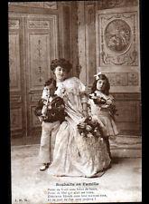 ENFANTS avec JOUETS , POUPEE & BINIOU de NOEL début 1900