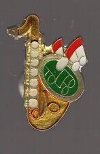 Pin's instrument de musique / Saxophone (signé Shell)