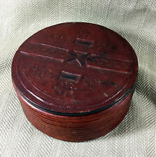 Ancien Cuir Boîte Primitive Folk Art Main Crafted Travaillé Décoration