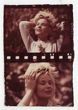 PHOTO ANCIENNE Couleur Cheveux Blond 1960 Collier Main Vent Perle Pellicule Pose