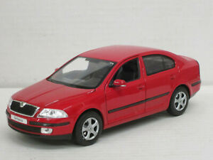 Skoda Octavia Limousine in rot, 1:24, Welly, ohne OVP