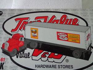 TRUE VALUE COTTER & CO. 1960B-61 MACK TRACTOR/TRAILER