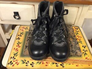 CLARKS Collection Soft Cushion Womens Lace Black Suede Hiking Style Boot Sz 10