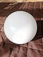 Grande boule vintage pour lustre et suspension en opaline blanche 1950