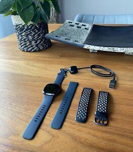 Smartwatch Uhr Fitness Fitbit Sense Carbon Graphite anthrazit mit Sportarmband