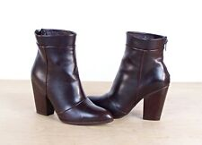 Women's Size 8 Faux Leather Brown Heel Zipper Ankle Boots, cute!