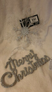 SILVER GLITTER MERRY CHRISTMAS SIGN AND SNOWFLAKE