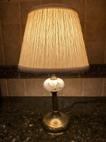 ANTIQUE VINTAGE FLORAL HAND PAINTED MILK GLASS AND BRASS TABLE LAMP W/SHADE